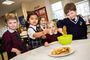 WEB Making pancakes at Rose Court